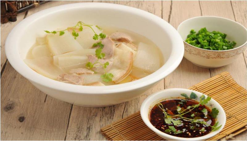 「小古美食」- 肉片爽口,萝卜化渣的白肉连锅汤这样做!