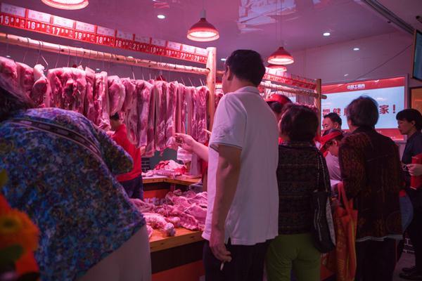 受非瘟影响,全国猪肉价格仍成上涨趋势,猪肉小摊贩:收猪难啊!