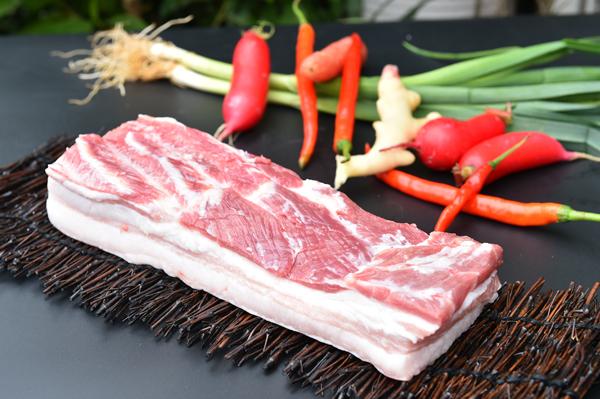 为什么土猪肉的肥肉那么厚?吃起来肥而不腻。