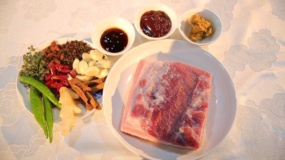 荣昌猪肉可以搭配各种食材制作美食